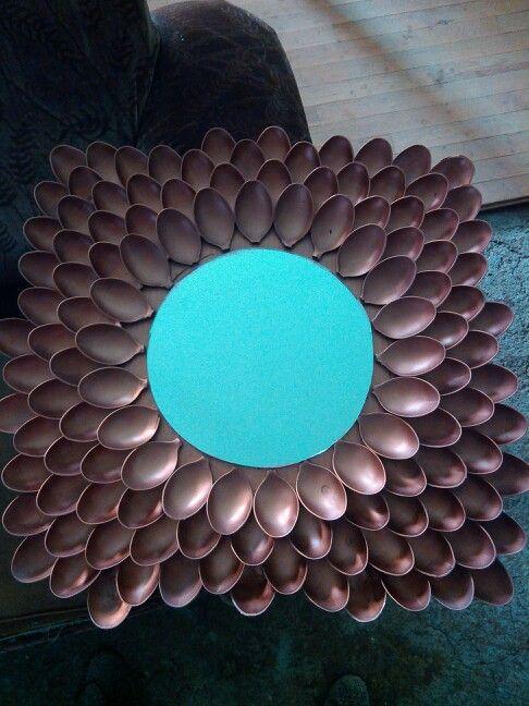 Diy decoracion de espejos con cucharas 22 decoracion for Decoracion de espejo con cucharas