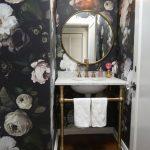 ideas de pared para baño con tapiz