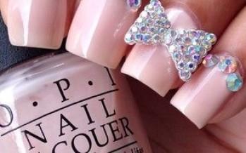Decoracion de uñas color rosa
