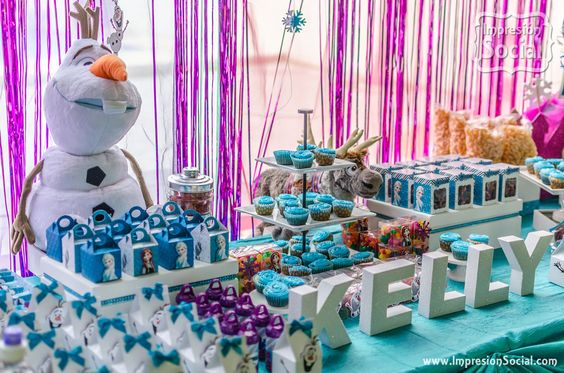 Mesa de postres fiesta pinata cumpleanos de frozen 3 - Menu para fiesta de cumpleanos en casa ...
