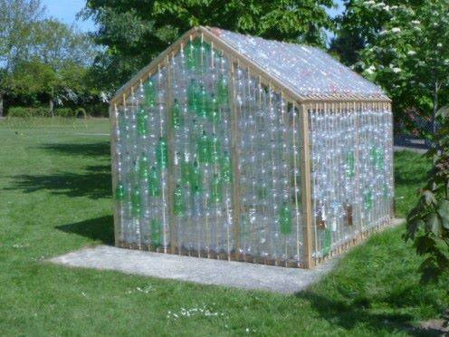 Casas para tus perros reciclando botellas for Casas de plastico para jardin