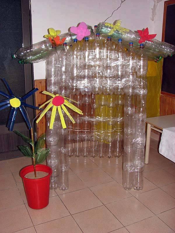 Casas para tus perros reciclando botellas 7 decoracion for Casas de plastico para ninos