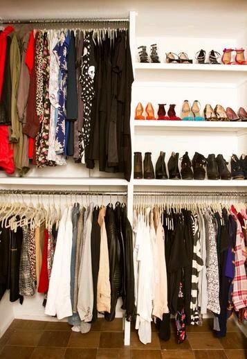 Open closet excelente idea para organizar en espacios for Ideas para closets en espacios pequenos
