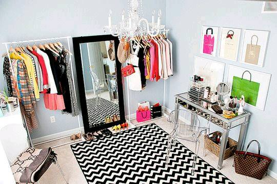 Open closet excelente idea para organizar en espacios for Como organizar espacios pequenos