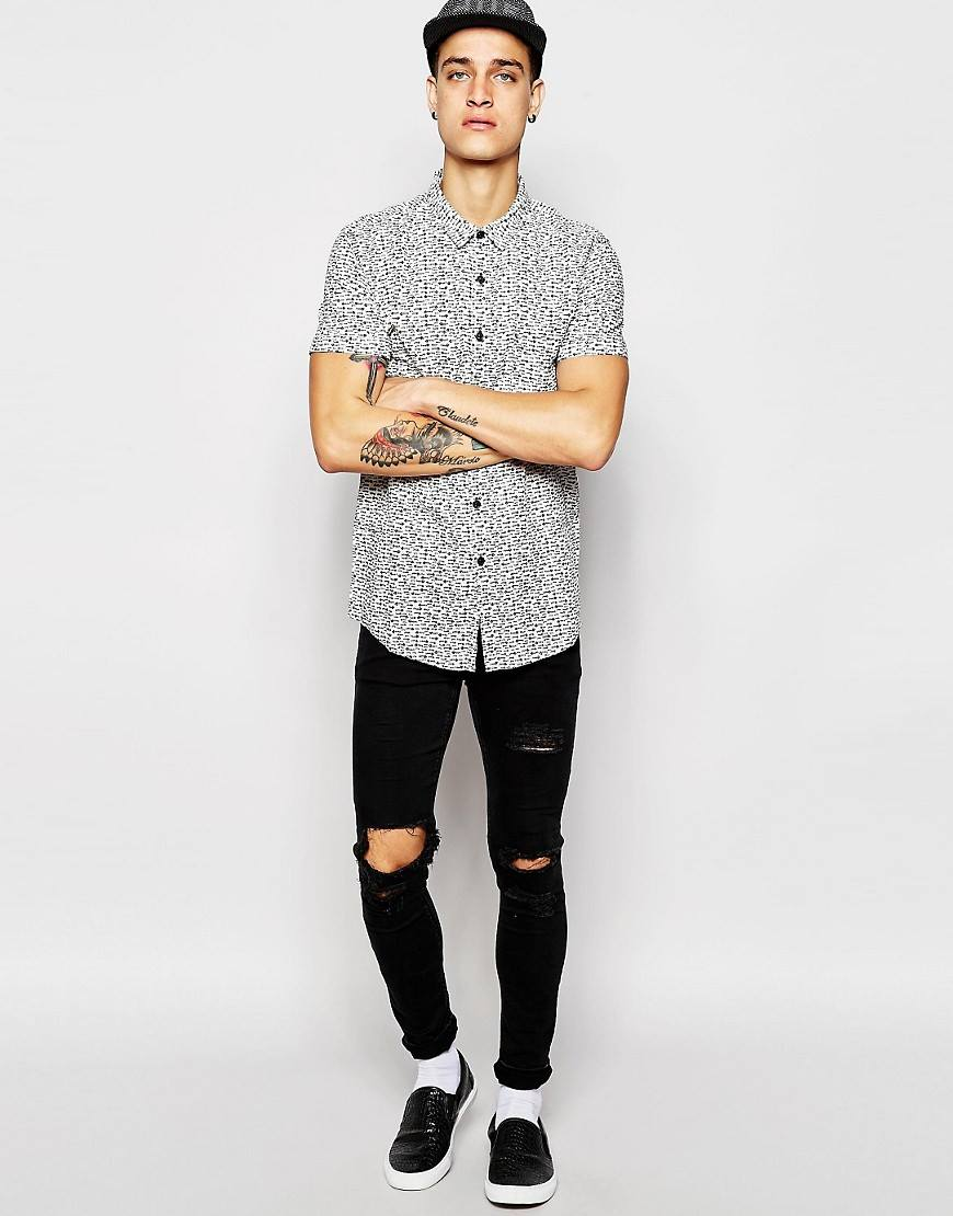 Outfits para hombres con camisa manga corta