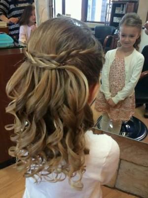 Varios peinados peinados niña comunion 2021 Fotos de ideas de color de pelo - Peinados para niñas para primera comunion (8)   Como ...