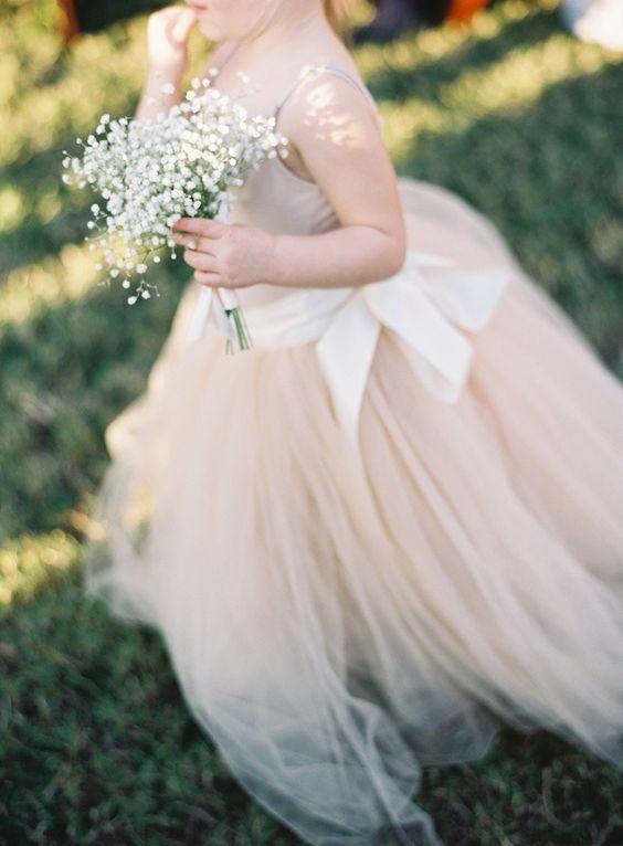 Como vestir a los pajes de tu boda 21 decoracion de for Boda en jardin como vestir