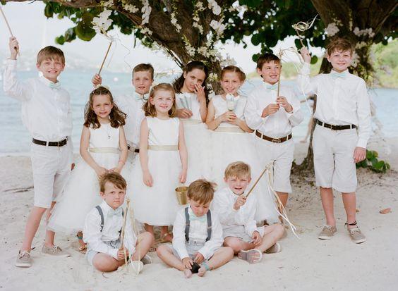 Como vestir a los pajes de tu boda 7 decoracion de for Boda en jardin como vestir