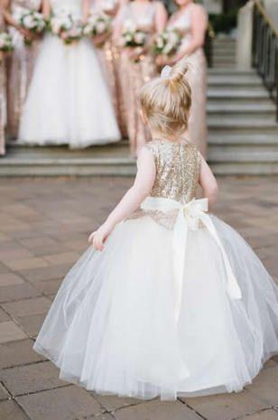 Como vestir a los pajes de tu boda 8 decoracion de for Boda en jardin como vestir
