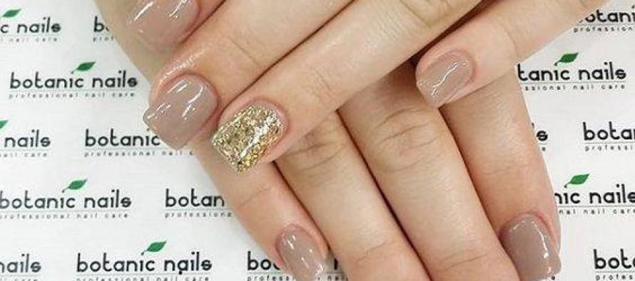 Decoracion de uñas en color nude