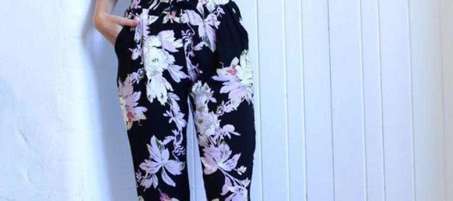 Lleva pantalones floreados y luce espectacular – 25 opciones