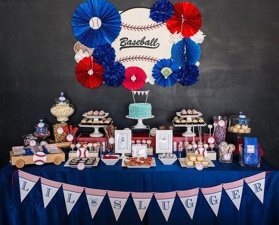 Decoracion de mesa de postres para fiesta de béisbol