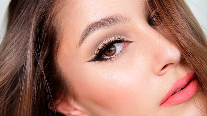 Delineado estilo cat eye