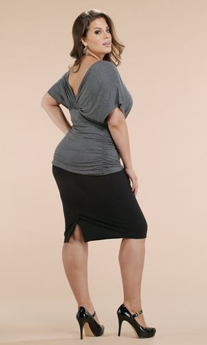 Outfits con vestidos formales para chicas plus size (25)