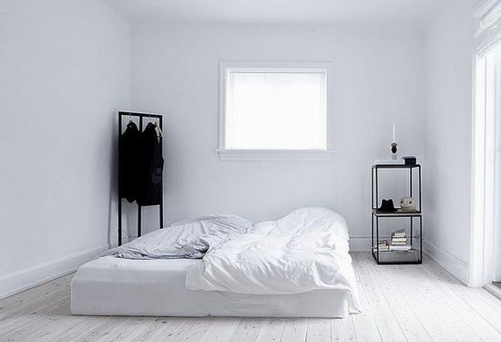 Tendencia en decoracion de recamaras camas en el piso 22 - Camas en el piso decoracion ...