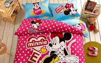 Decoración de recamaras infantiles con edredones de Mickey Mouse y Minnie
