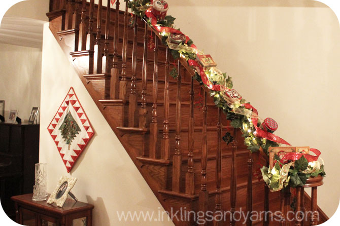 Ideas para decorar escaleras en navidad 16 for Ideas para decorar escaleras