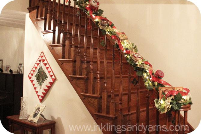 Ideas para decorar escaleras en navidad 16 decoracion de for Adornos navidenos para escaleras