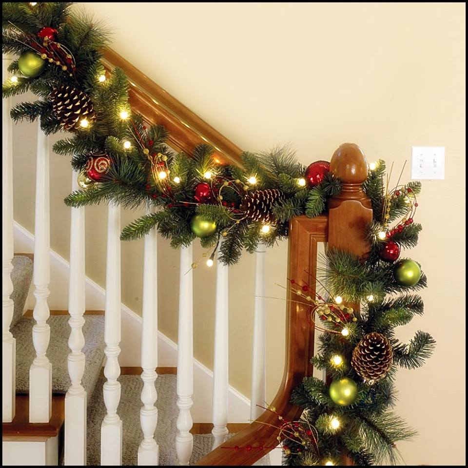 Ideas para decorar escaleras en navidad 20 for Como decorar gradas