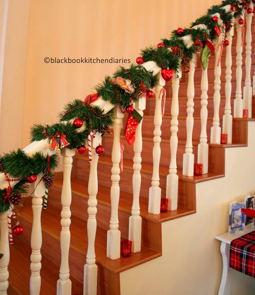Ideas para decorar escaleras en navidad 27 decoracion de for Adornos para escaleras