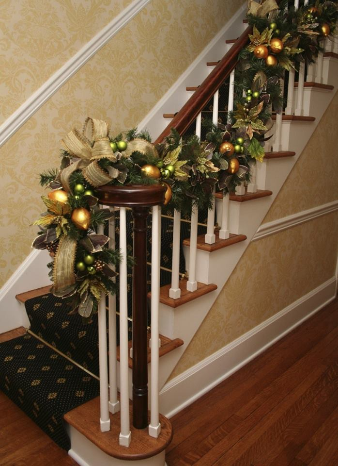 Ideas para decorar escaleras en navidad 31 decoracion de for Ideas para decorar escaleras