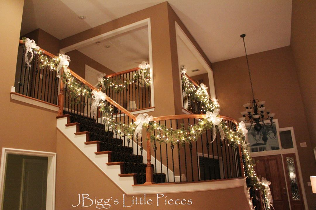 Ideas para decorar escaleras en navidad 9 decoracion de - Como decorar una escalera interior ...