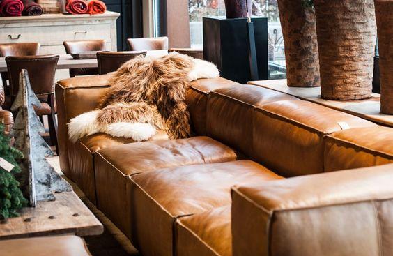 sofas-de-piel-en-color-conac-para-interiores-modernos-12