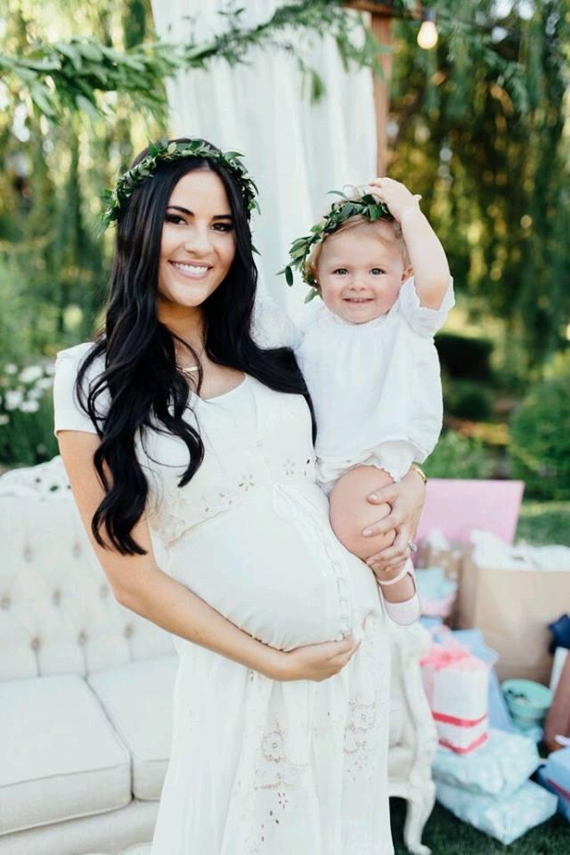 e79a43b88 Vestidos que la futura mamá puede usar en su baby shower