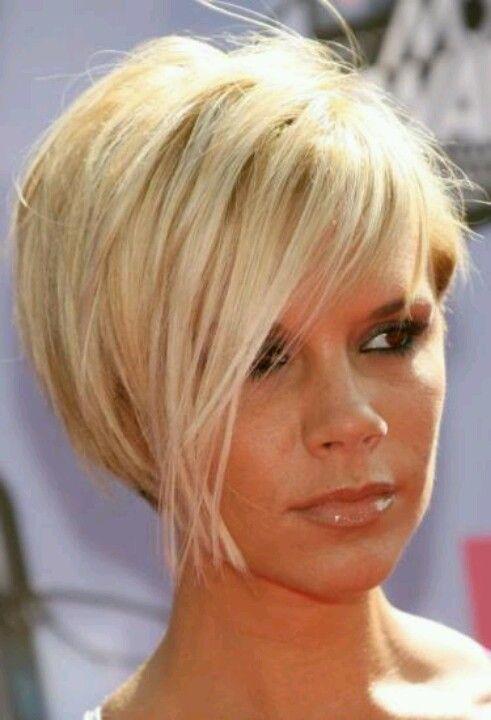 cabello corto pixie elegante mujeres maduras