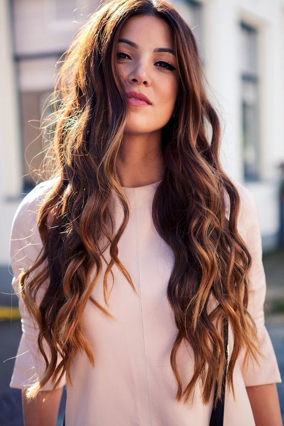 corte de pelo y peinado para mujeres de 30 pelo largo