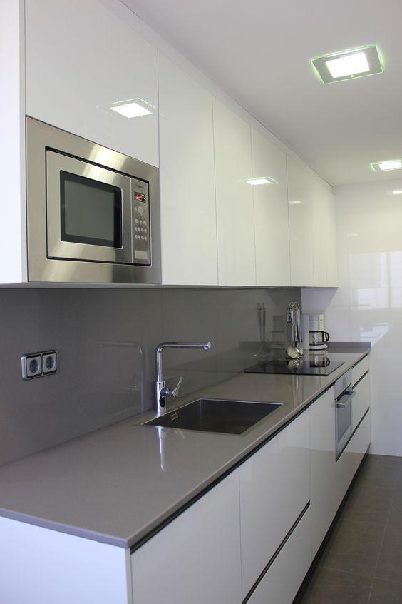 Decoracion de interiores en blanco cocinas 23 decoracion for Interiores de cocinas