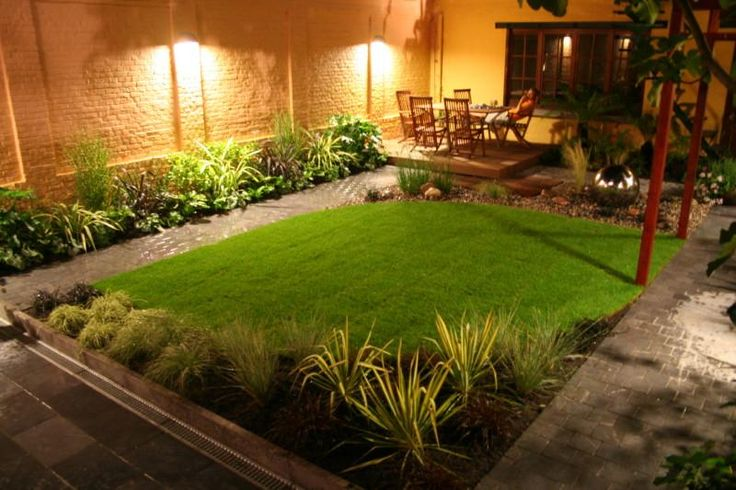 Casas con jardines amplios 10 for Jardines exteriores pequenos para casas