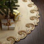 Pie de arbol de navidad color dorado