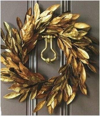 Coronas para la puerta color dorado
