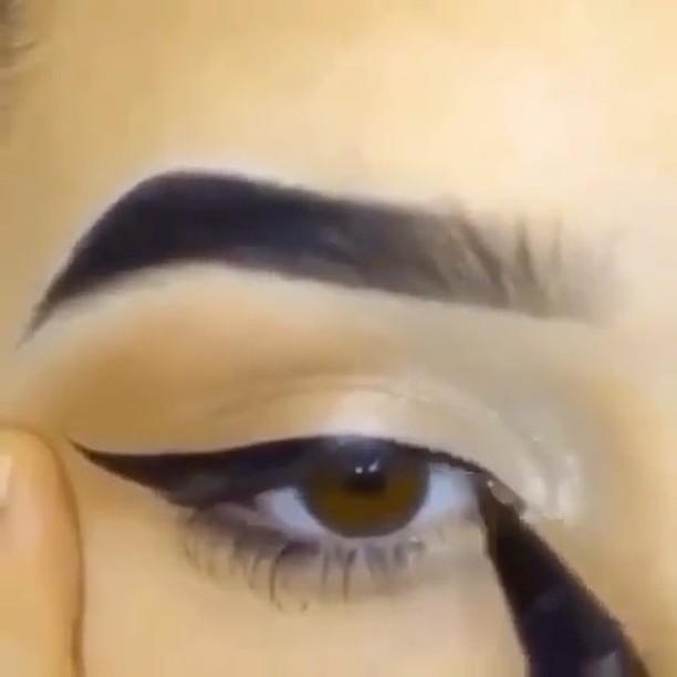 ¿Como hacer delineado de ojos?