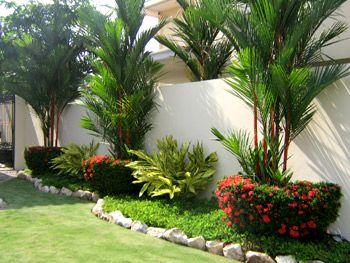 Jardines frontales con flores 43 decoracion de - Jardines exteriores de casas modernas ...