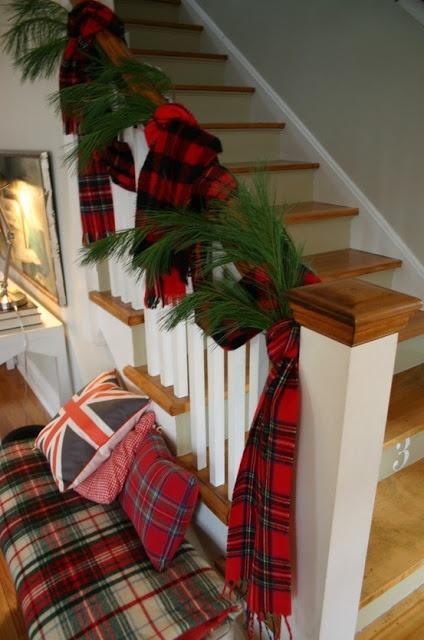 Ideas para decorar el área de las escaleras en navidad