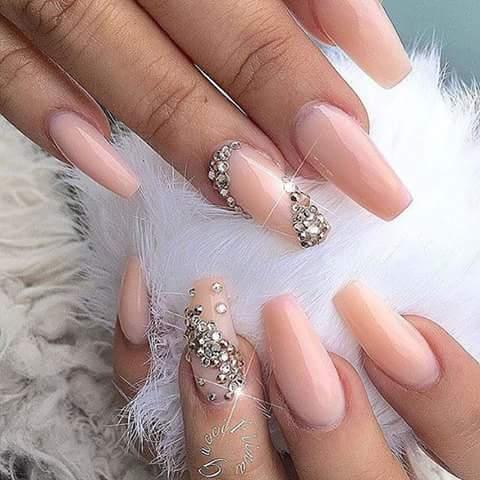 Diseños De Uñas En Tonos Nude Y Con Cristales 22 Como