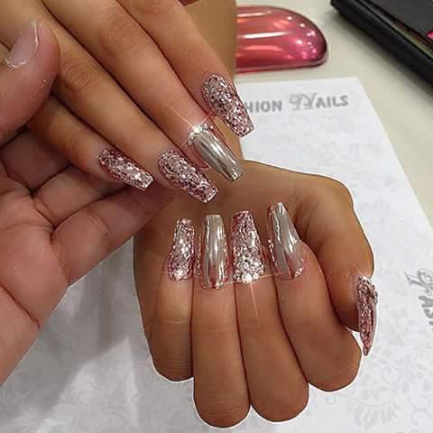 Diseños De Uñas En Tonos Nude Y Con Cristales 23 Como
