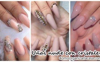 Diseños de uñas en tonos nude y con cristales