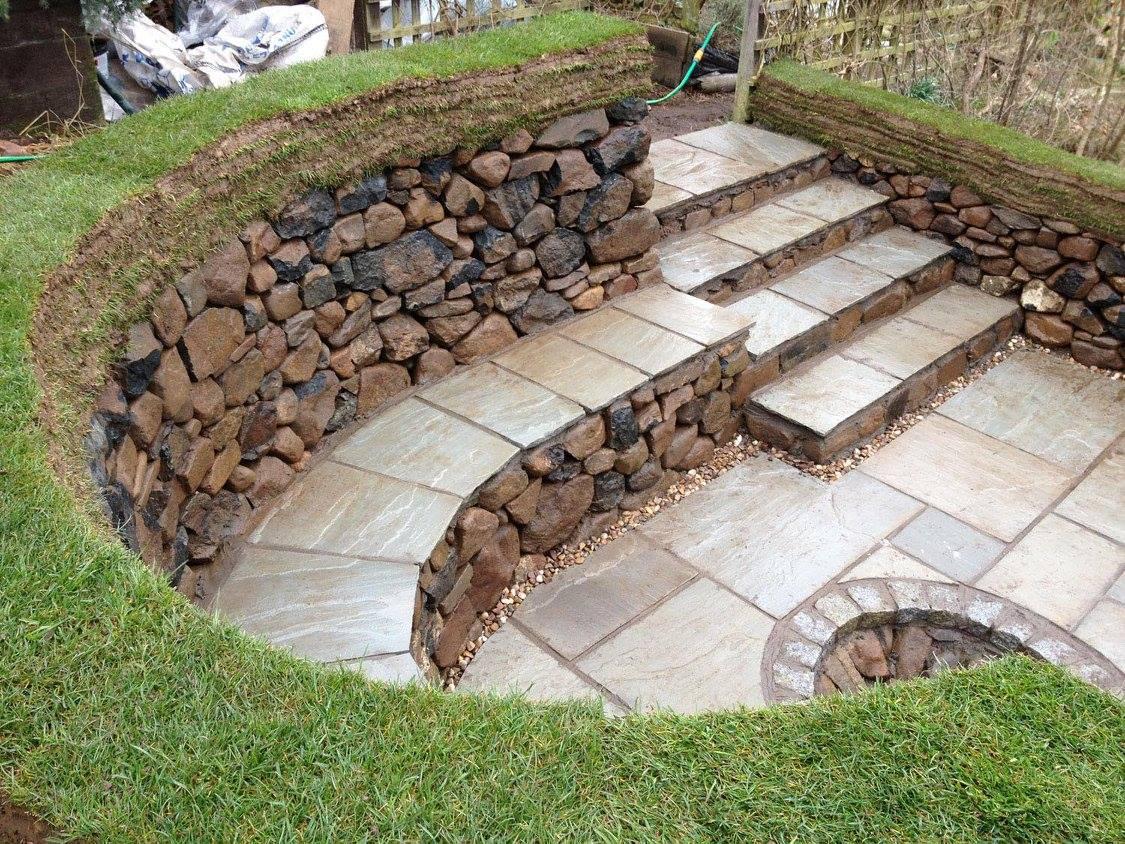 Increibles ideas de bancas hechas con piedra para tu for Banco de piedra para jardin