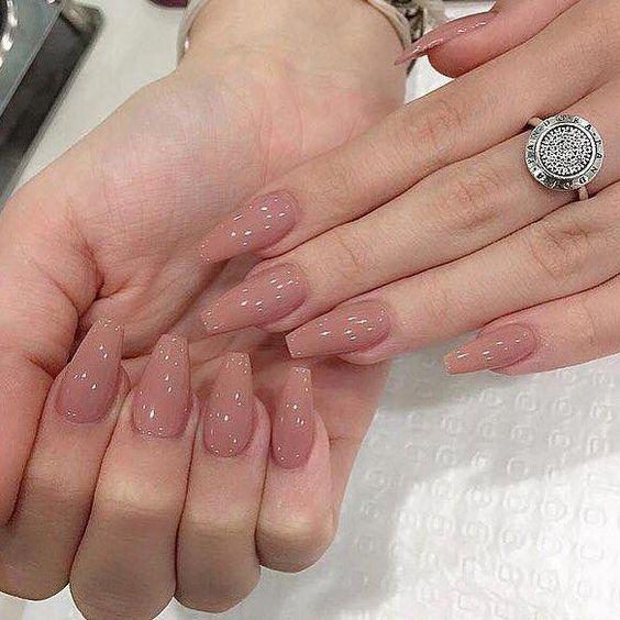 Diseños De Uñas En Tonos Nude Y Con Cristales Como