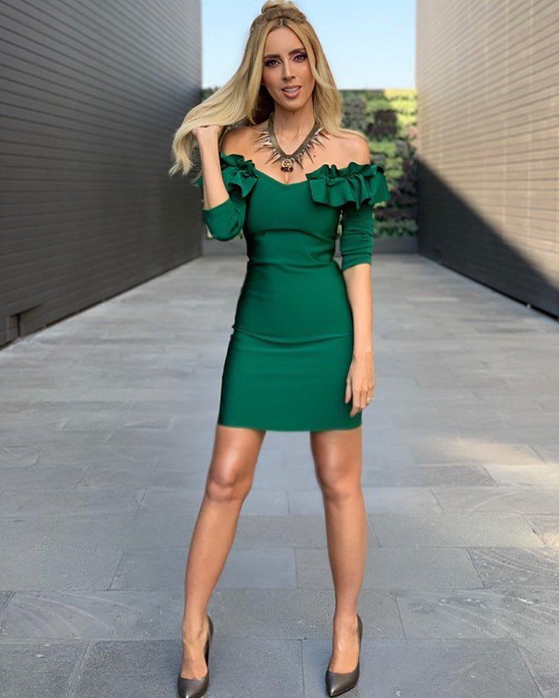 Ideas de outfits combinando verde esmeralda
