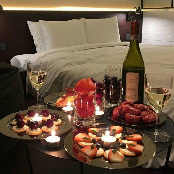 Mira como celebrar este 14 de febrero ¡El champagne siempre es buena idea!