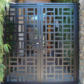 Puertas de herrer a modernas precios decoracion de for Puerta de casa precio