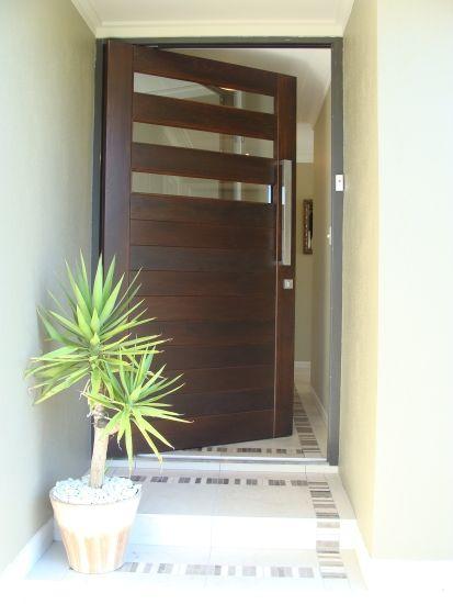 25 puertas de madera para que tu entrada se vea fabulosa