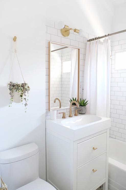 27 banos pequenos modernos toques elegantes 14 for Decoracion para interiores pequenos