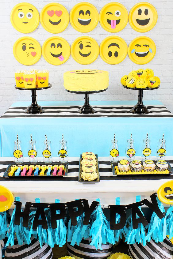 Fiesta cumpleanos tematica emojis 18 decoracion de - Decoracion fiesta 18 cumpleanos ...