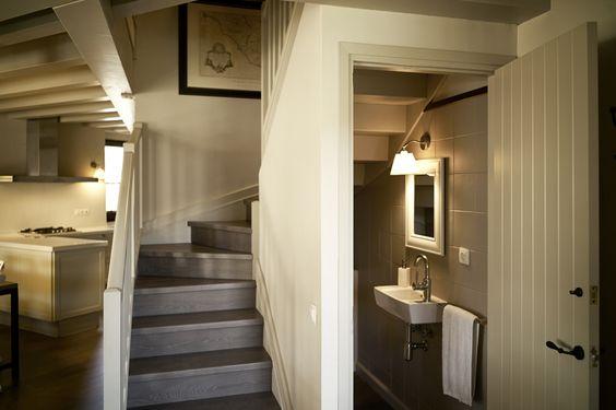 34 disenos banos las escaleras 15 for Escaleras con medio bano