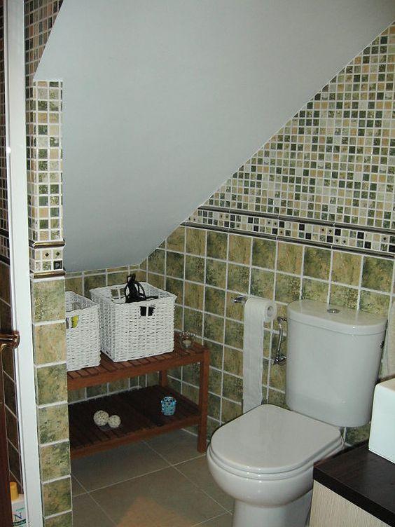 34 disenos banos las escaleras 25 for Bano debajo escalera diseno